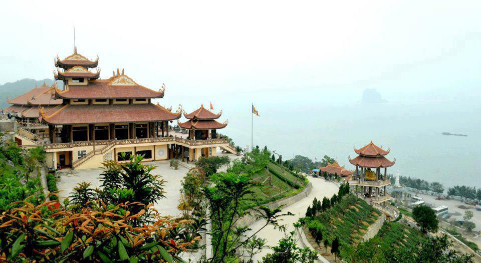 Thuê xe đi chùa Cái Bầu, Vân Đồn